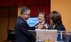 Entrega de Insignia de Oro y Brillantes a Radio ECCA