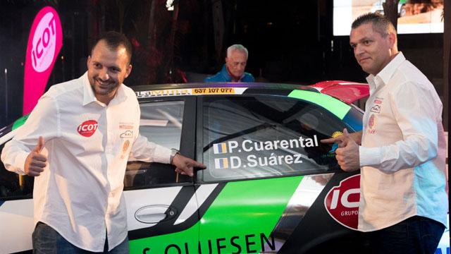 Dónovan Suárez presenta su nuevo coche 2017