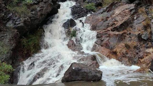 Cascada en la presa de Soria