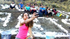 Vecinos decorando la ladera en El Piquillo (Tasarte)